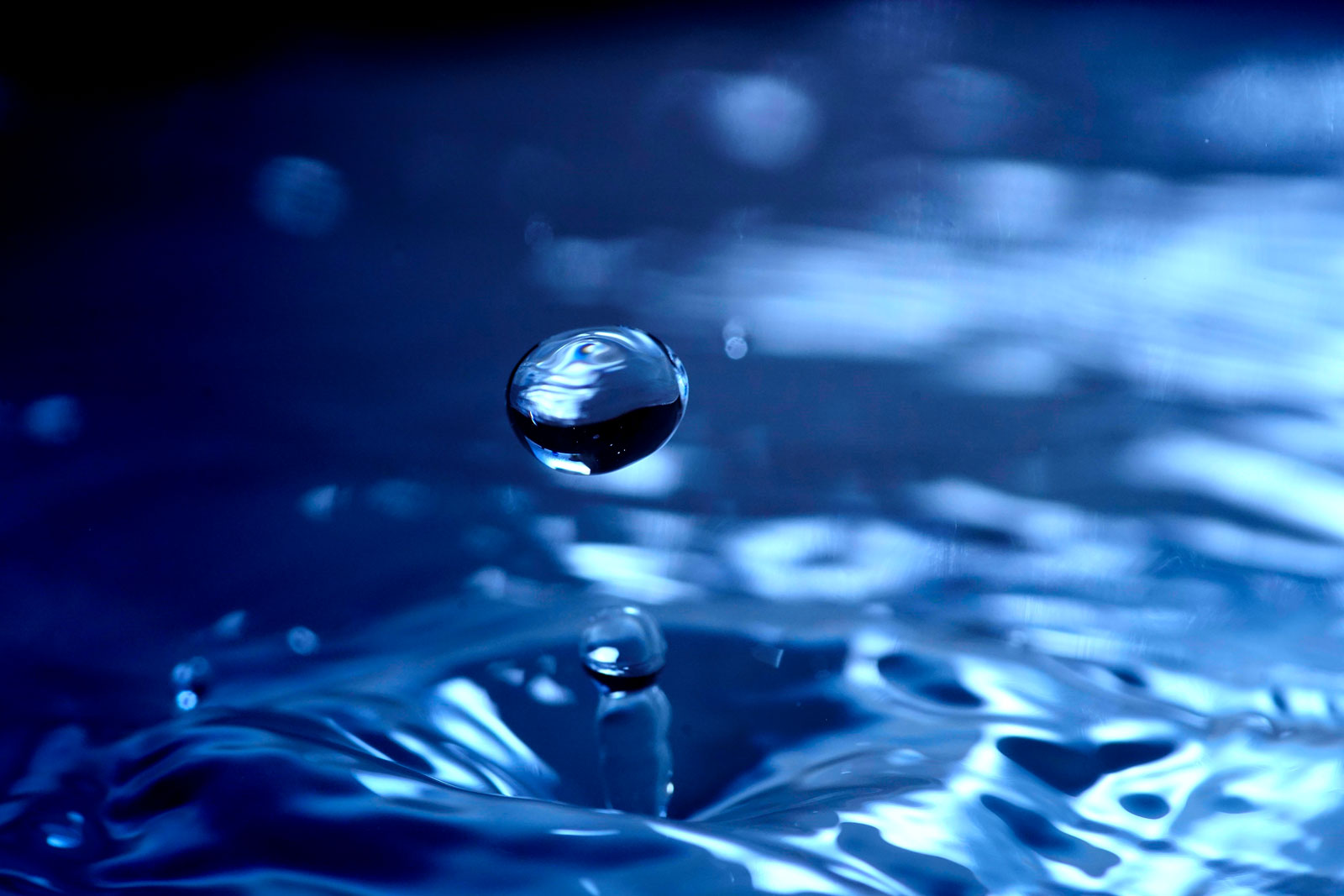 Fotografia Toshiya Ogawa - kropla wody